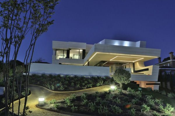 Balcony House   A-cero have designed the Balcony House, a single family house in Madrid, Spain.