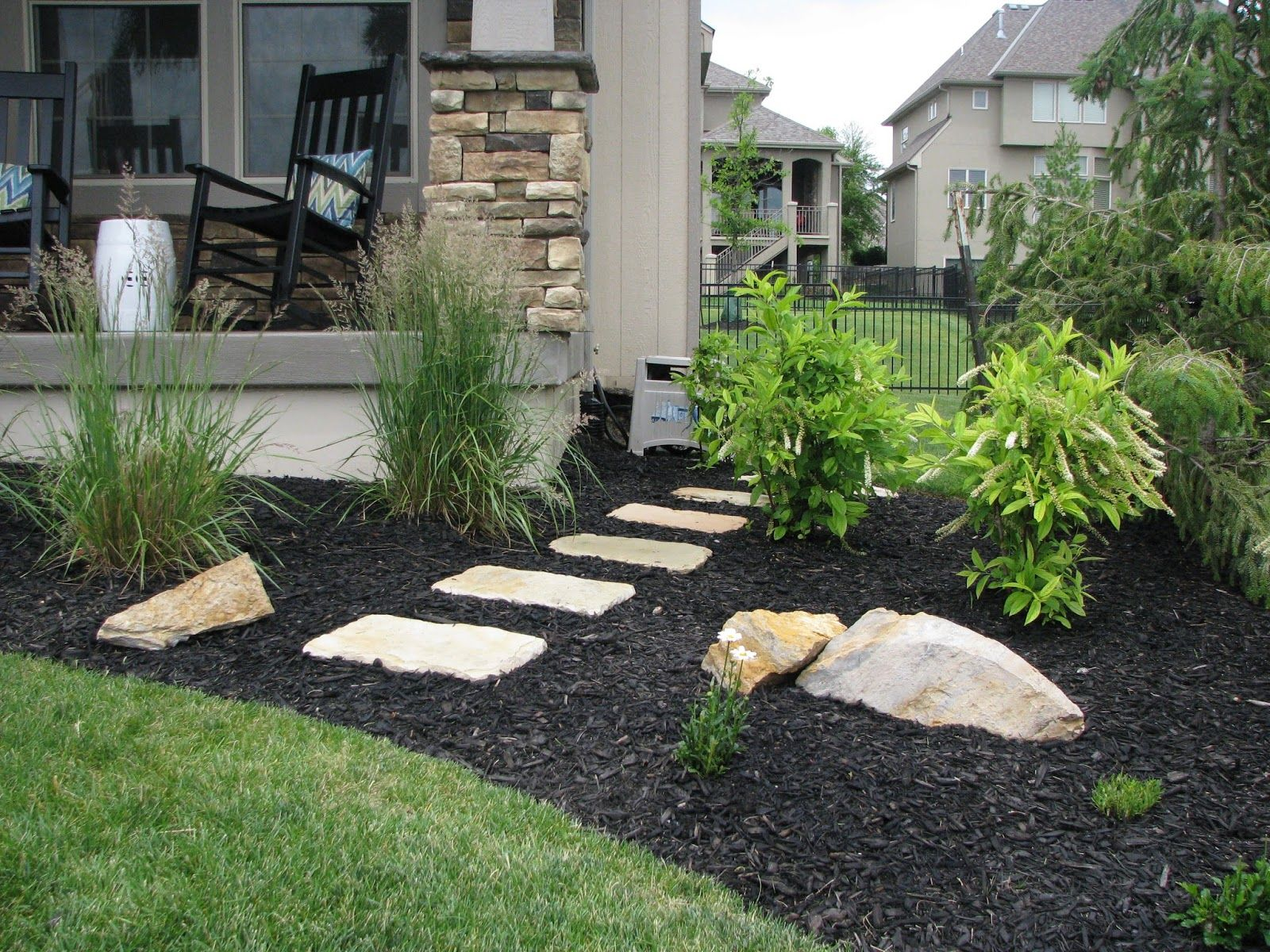 Laying stepping stones patio outdoor living pinterest for Rock stepping stones landscaping
