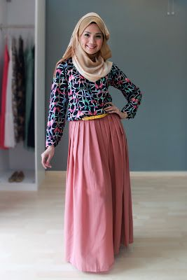 muslim fashion magazine abayatrade.com   Butterfly print top with chiffon palazzo pants