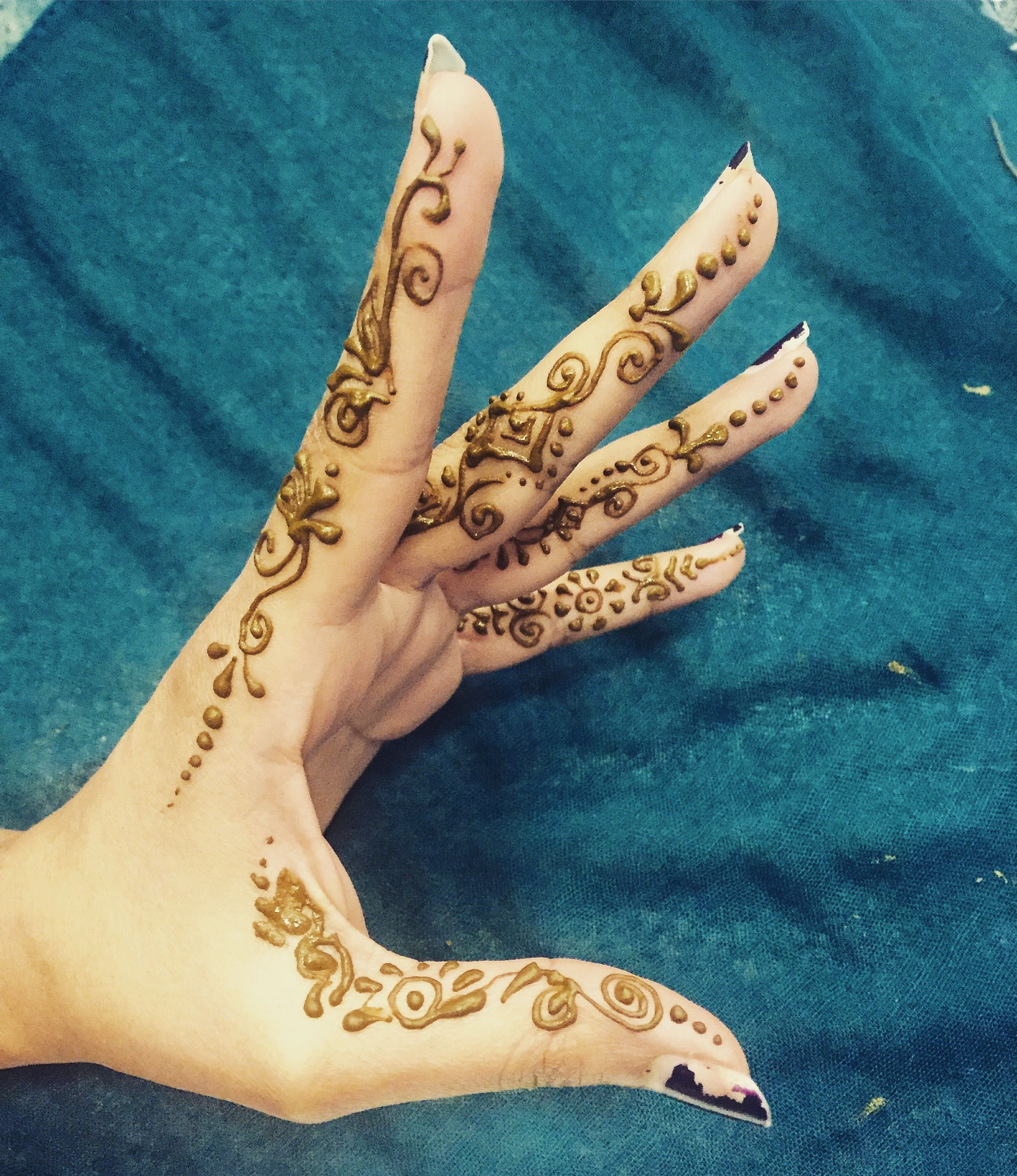 Henna Art As A Side Finger Design Absolutely Loved Doing This One Diy Henna Designs Diy Henna Henna Tattoo Designs