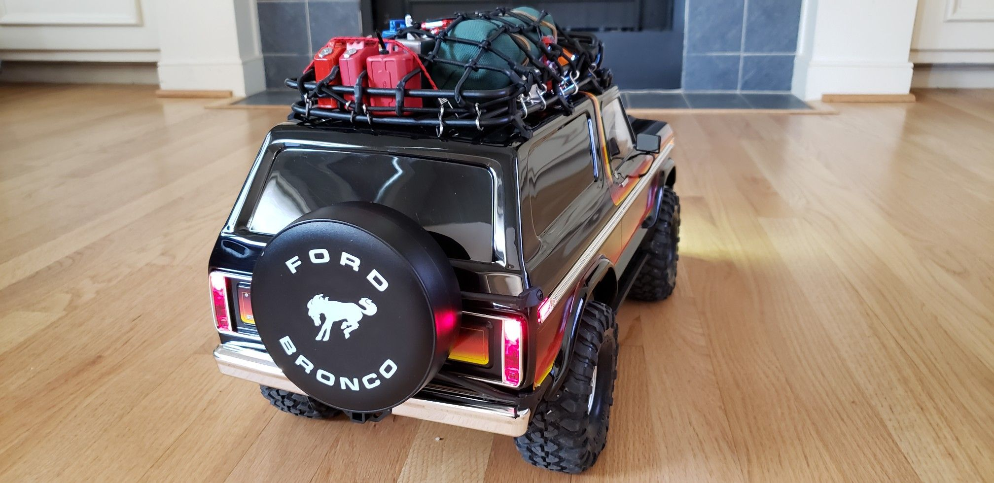 Traxxas Trx4 Ford Bronco With Roof Rack Cargo Net Roof Mount Light Bar And Many 1 10 Scale Accessories As Going Super S Traxxas Ford Bronco 1979 Ford Bronco