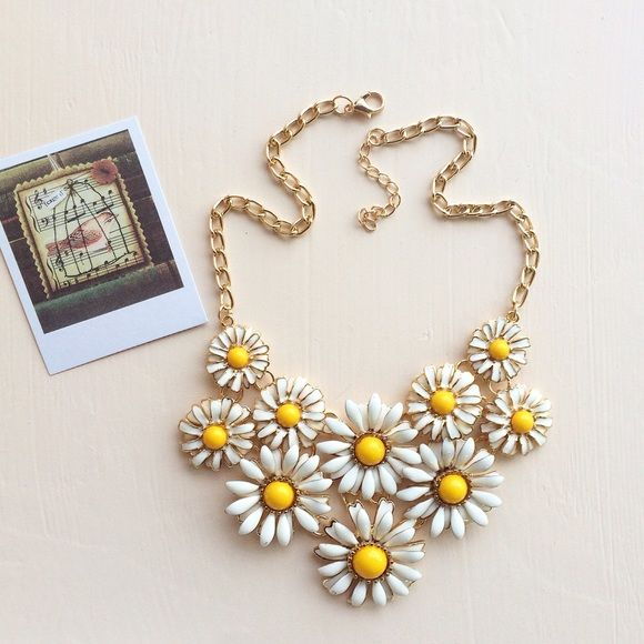 Beautiful necklace Fashion necklace, floral and chain Jewelry Necklaces