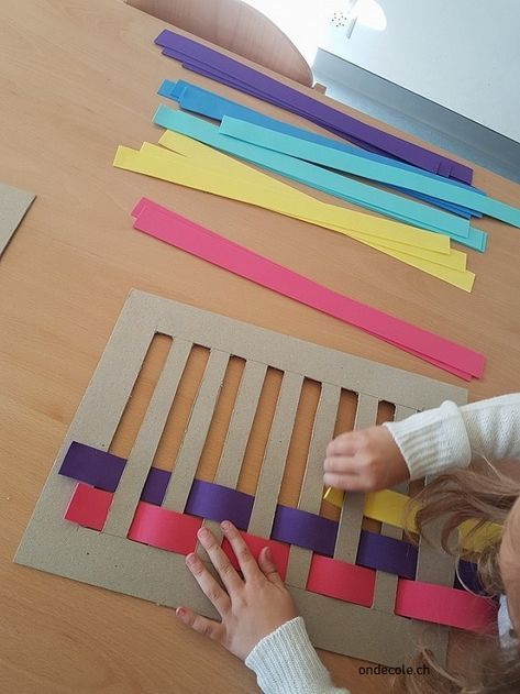 WEAVING It is a weaving activity that I found here. I opted for foam strips instead of paper. It is more