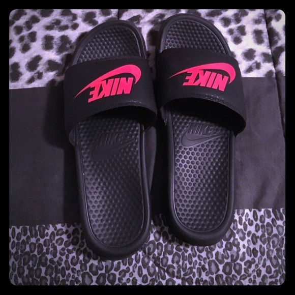 f082476183b7 Men s Nike slippers great condition never worn Black red Nike slip ...