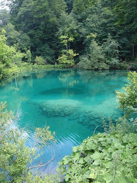 Natural pool with inviting teal water, beautiful piscina