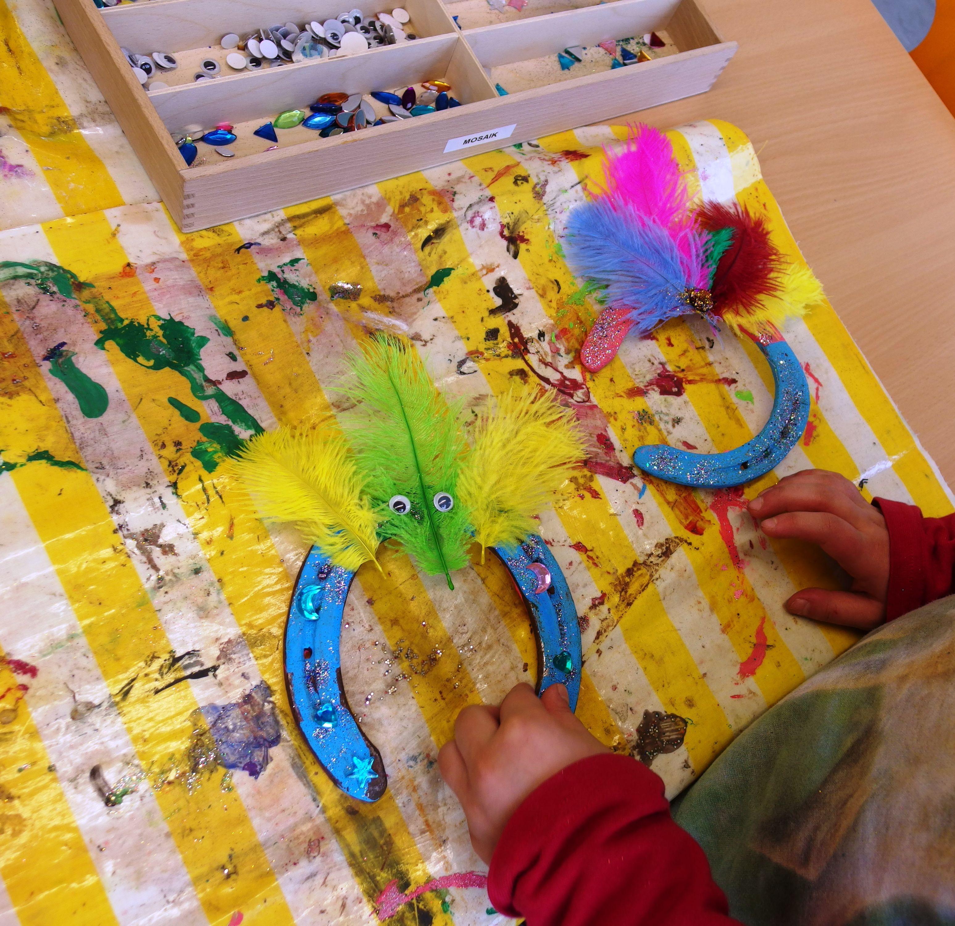 Hufeisen lackiert und verziert basteln pinterest - Hufeisen basteln ...