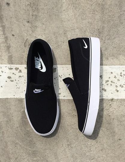 Black nikes, Sneakers fashion, Cute shoes