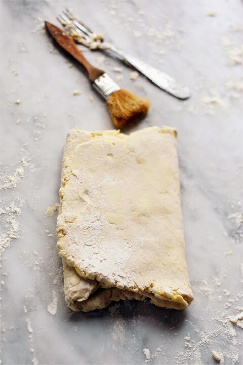 Dorian cuisine.com Mais pourquoi est-ce que je vous raconte ça... : Quand tu n'as plus de pâte feuilletée tu n'as qu'à la faire ! Pâte feuilletée express en 15 minutes chrono… Tome 1 le faisage… #patefeuilleteerapide