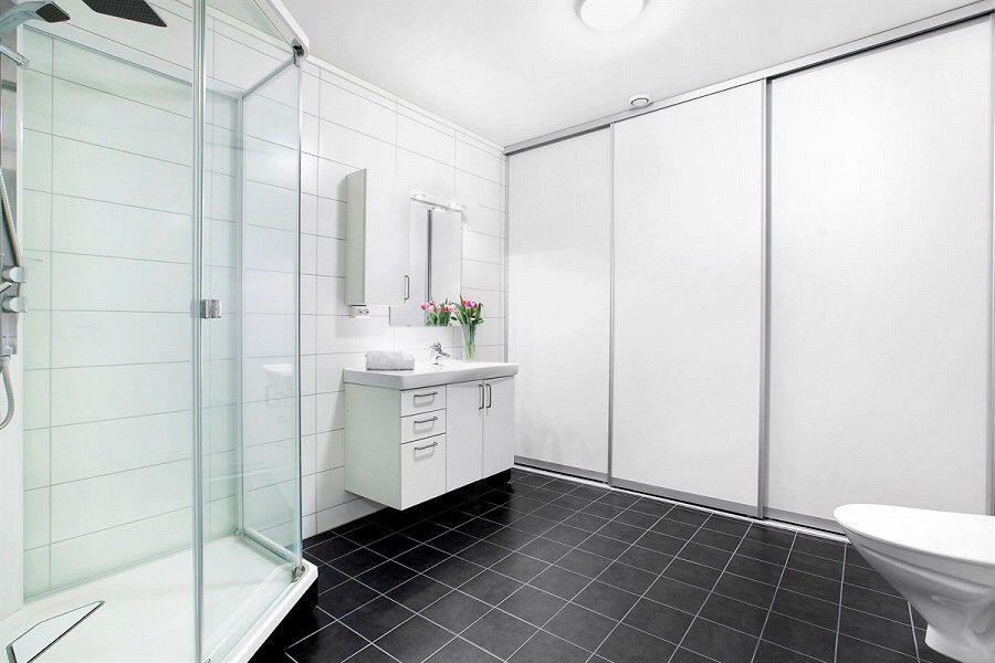 Vaskerom bak skyved r bathroom inspo 1st floor for Bathroom inspo