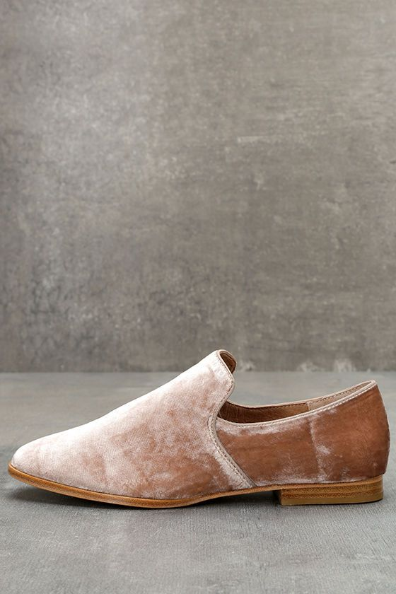 5c537ec8e95 The Steven by Steve Madden Adrianna Blush Velvet Loafers are the best of  both comfortable and glamorous fashion! On-trend velvet covers these  stylish ...
