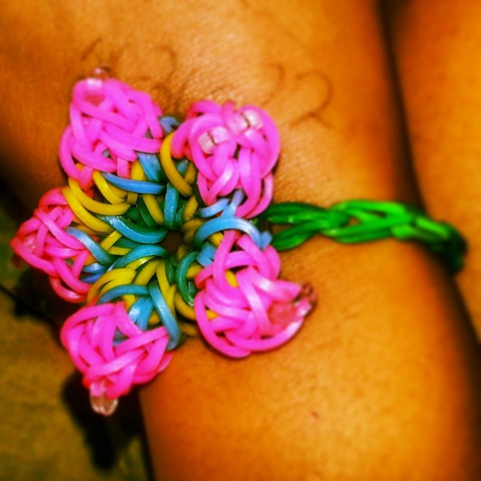 Hibiscus Flower Bracelet Rainbow Loom Bands Rainbow Loom Creations Rainbow Loom Bracelets