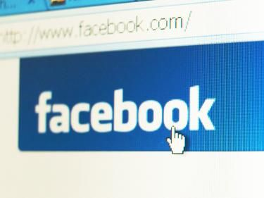 Which kinds of posts are most popular on Facebook?