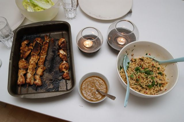 Holy macaroni!: Kyllingspyd med sataysaus og nudler
