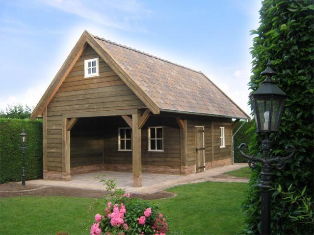 Garage Met Veranda : Robuuste gepotdekselde schuur met veranda en royale luifel m