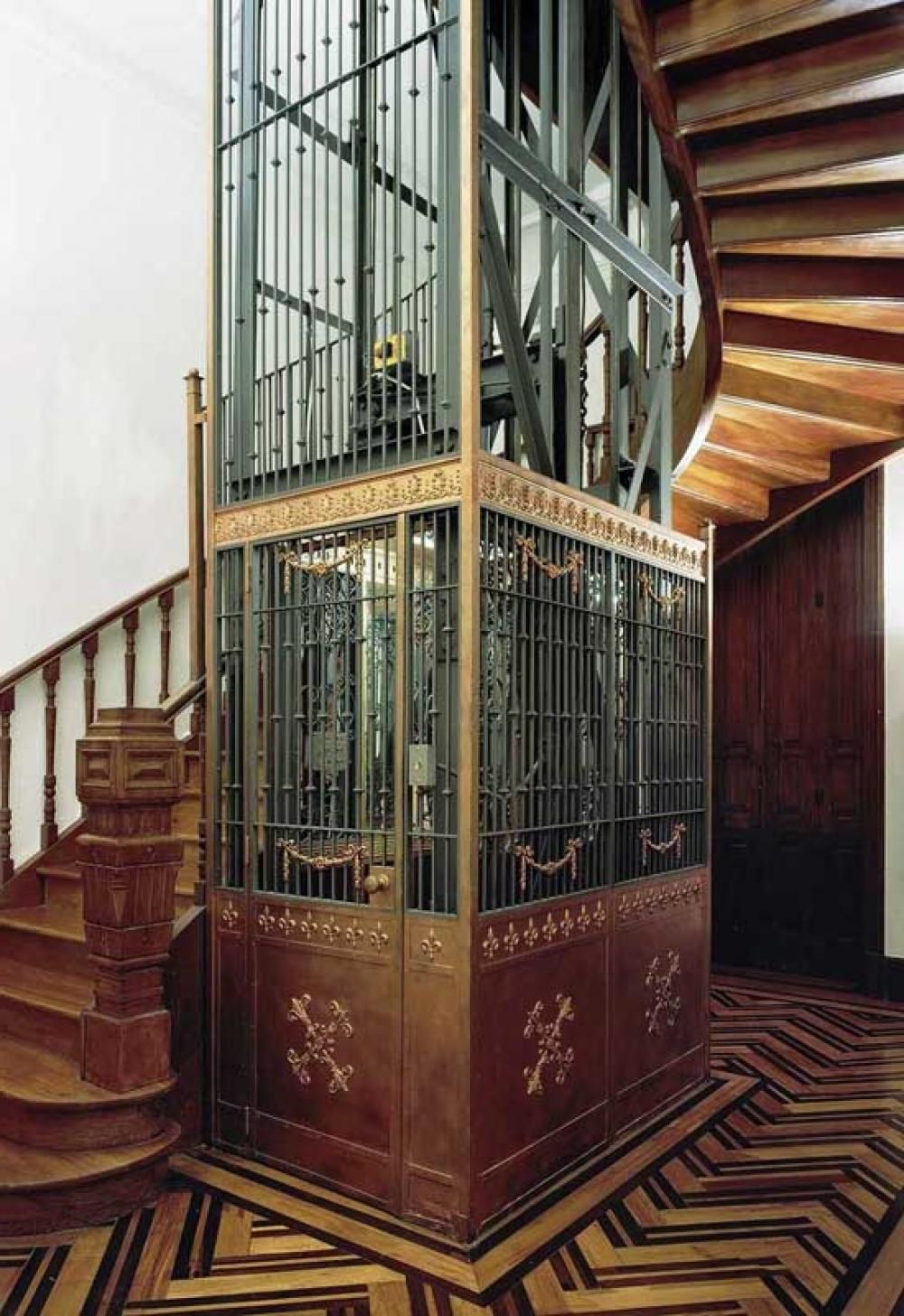 Unique House Look Old With Spiral Staircase Design In The