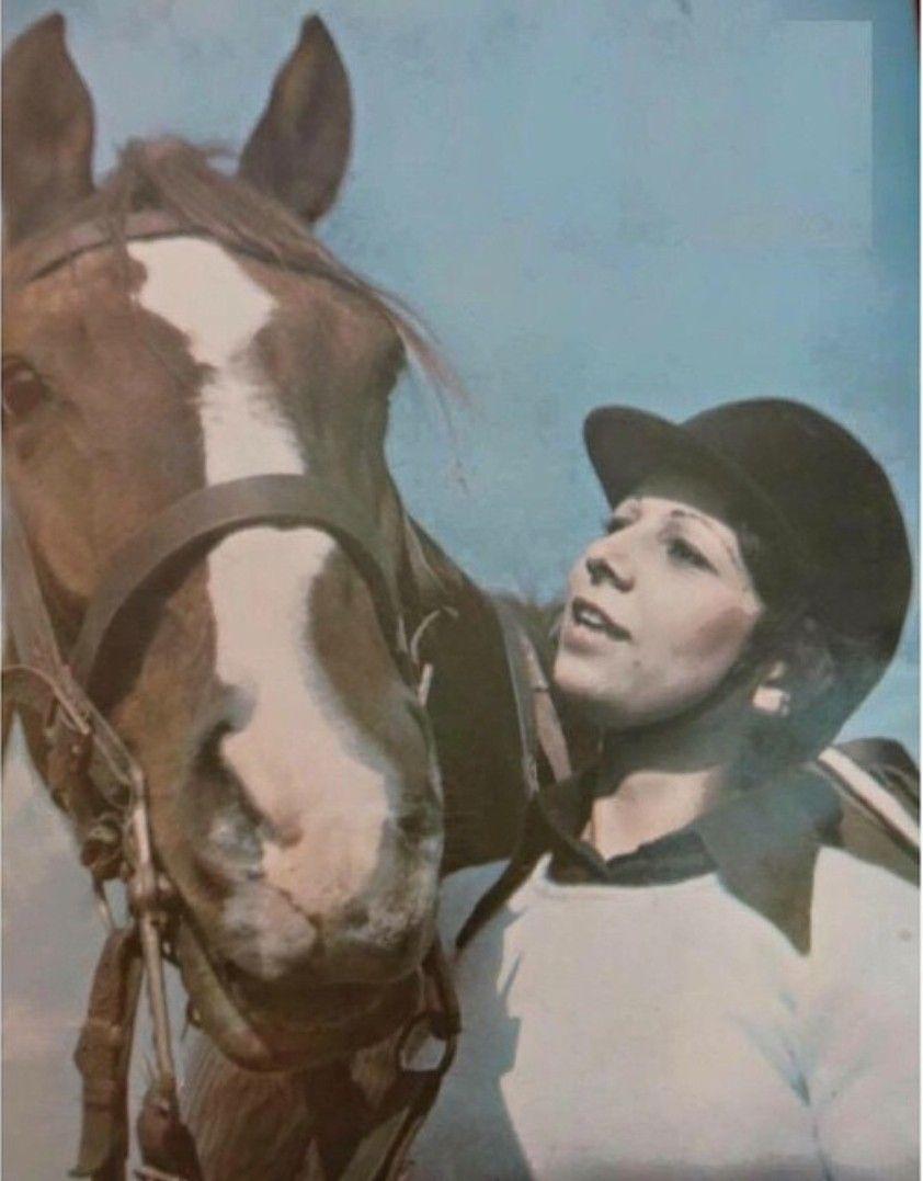 الفارسة ميسون منير عبودي أول فارسة عراقية في نادي الفروسية في بغداد بداية السبعينات Arabian Nights Historical Figures Arabians