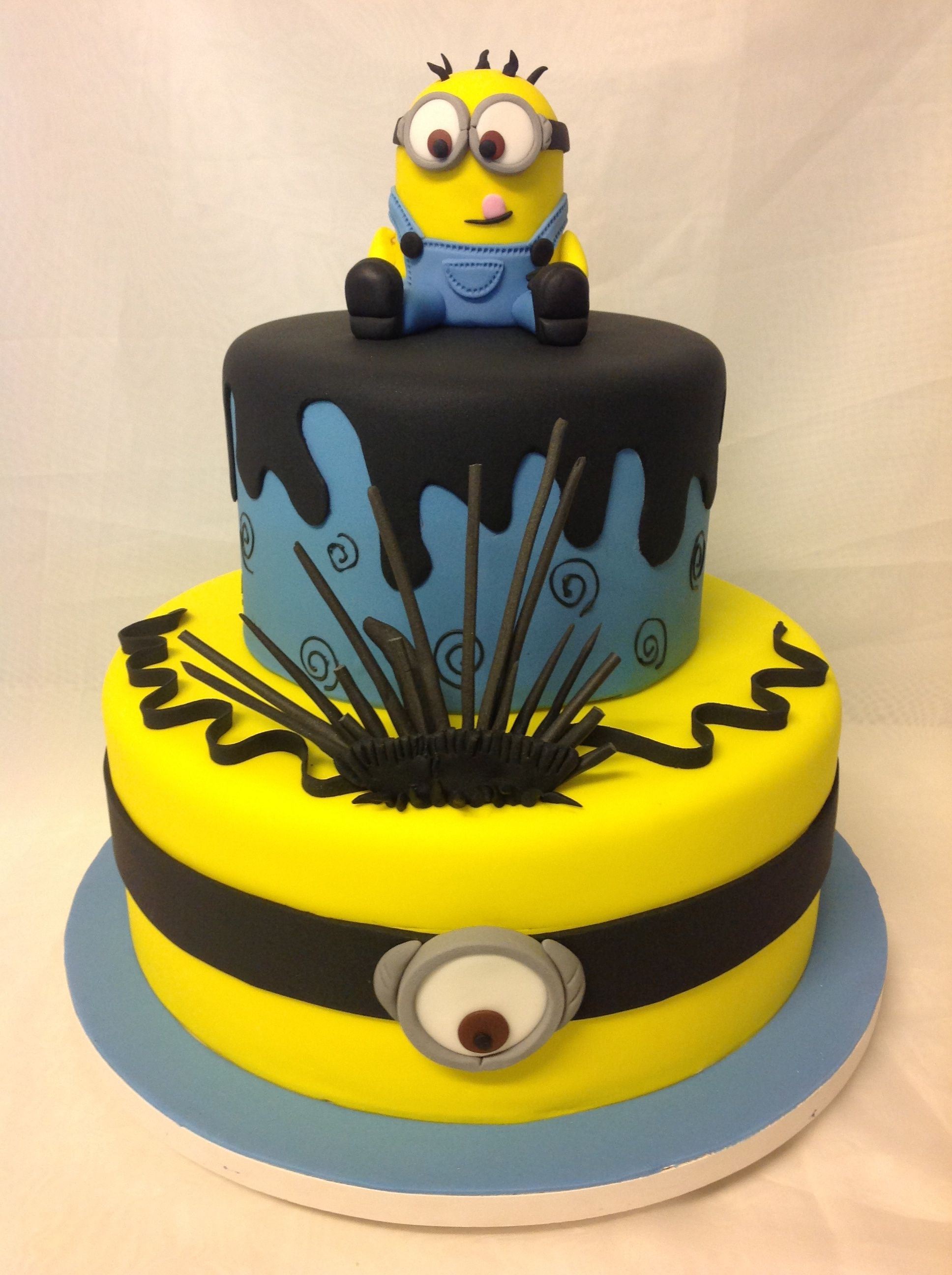 minions fondant cake ideas pinterest torten minions geburtstag und disney filme. Black Bedroom Furniture Sets. Home Design Ideas