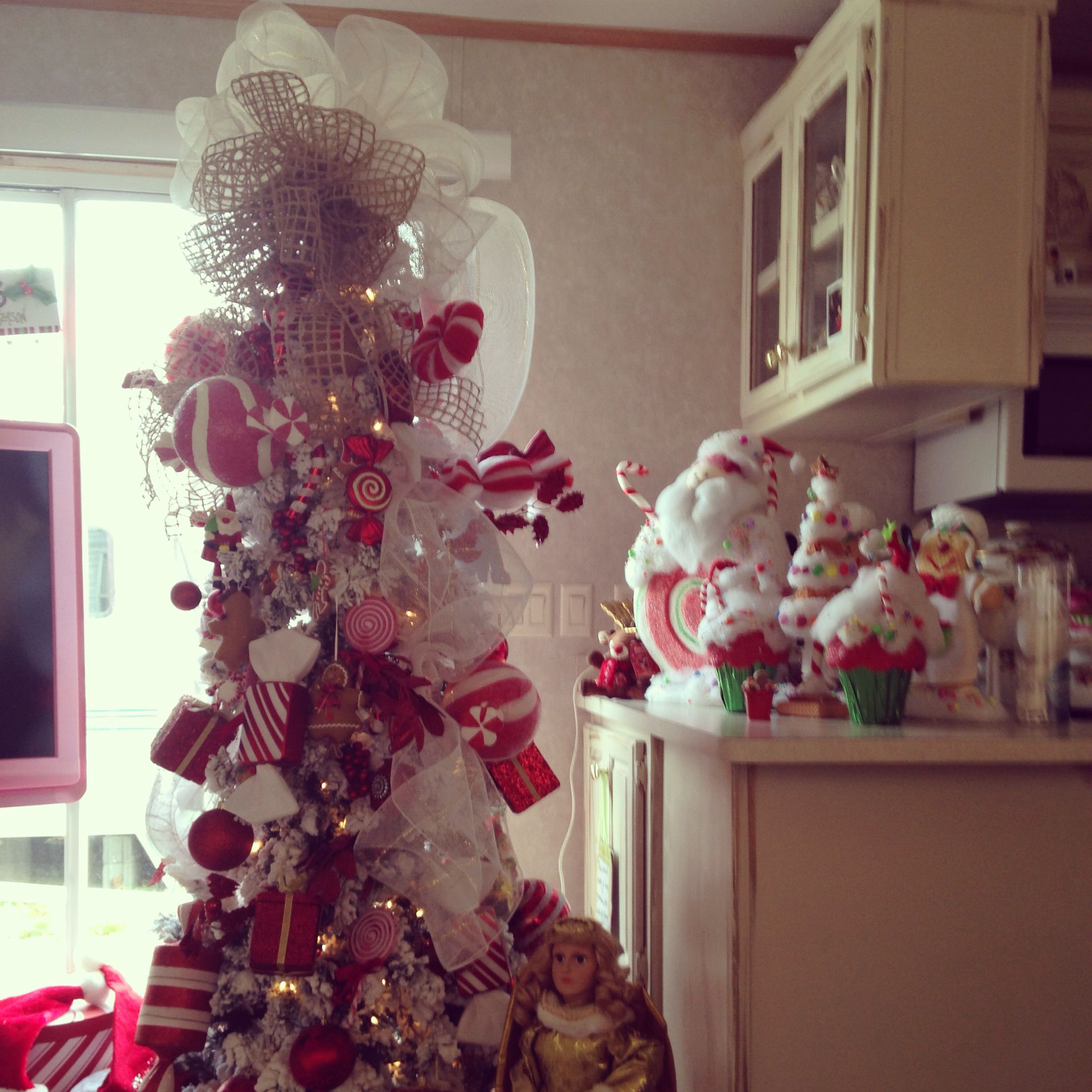 My Tree in my Camper Holiday decor, Ornament wreath