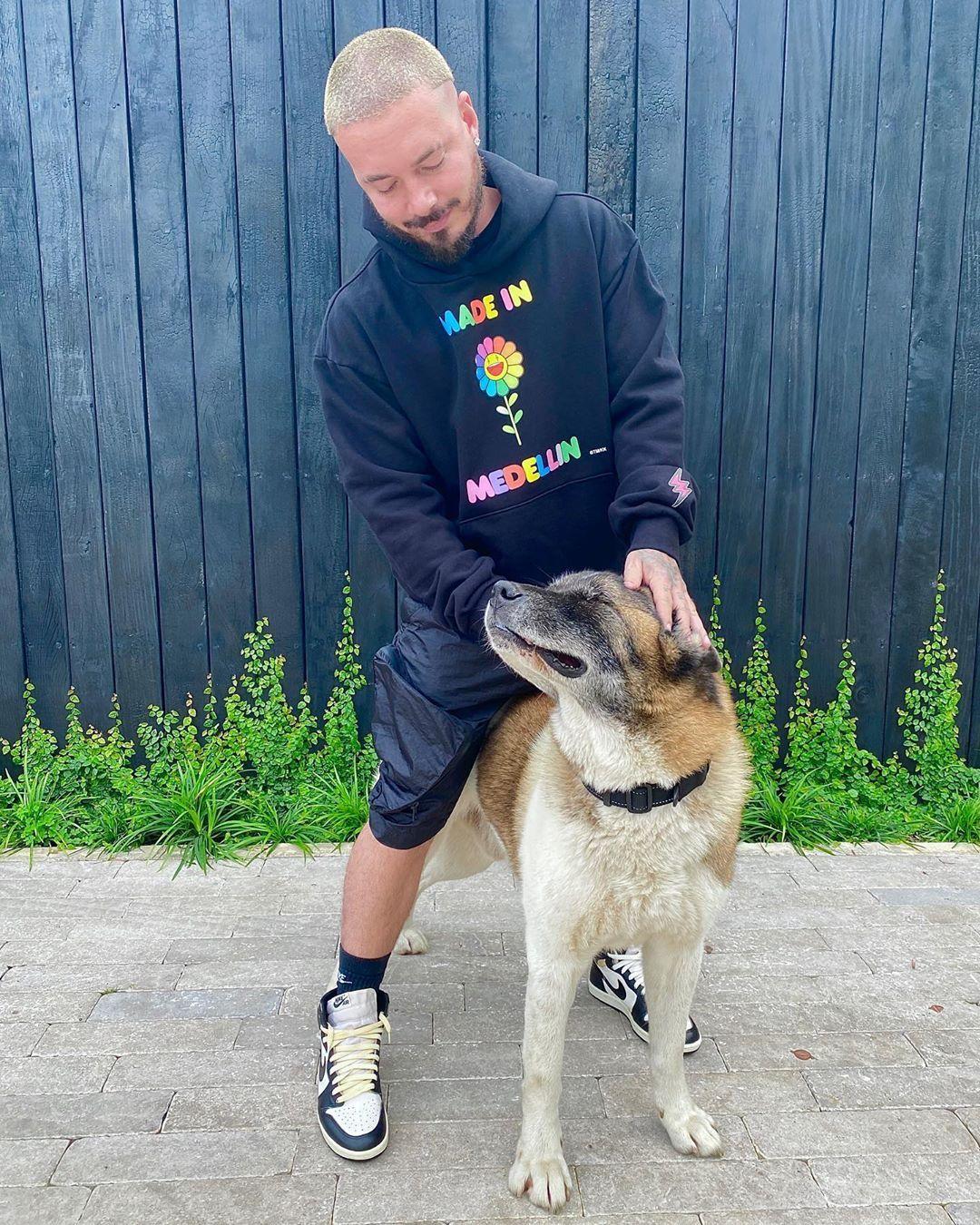 J Balvin On Instagram El Nino Jordan85 In 2020 Man And Dog Trap Music Songwriting