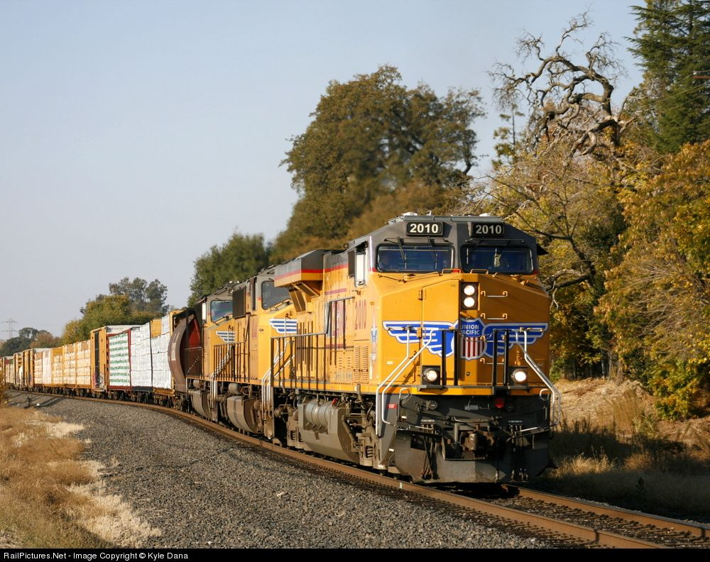 RailPictures.Net Photo: UP 2010 Union Pacific GE ES44AC at Roseville, California by Kyle Dana