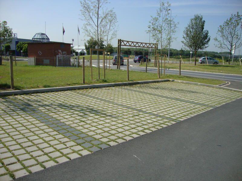 Parking parking pinterest stationnement espaces for Espace vert urbain