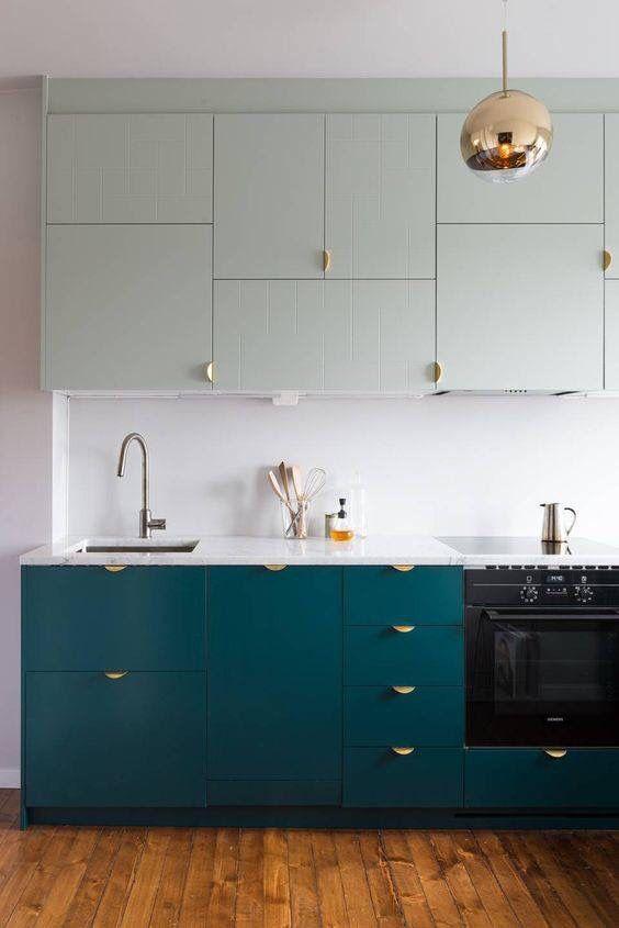 Hängeschränke und untere Schränke in verschiedenen Farben Küche - küchen hängeschränke ikea