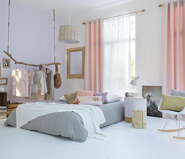 Des voilages blancs pour filtrer la lumière du jour et des rideaux - store pour fenetre interieur
