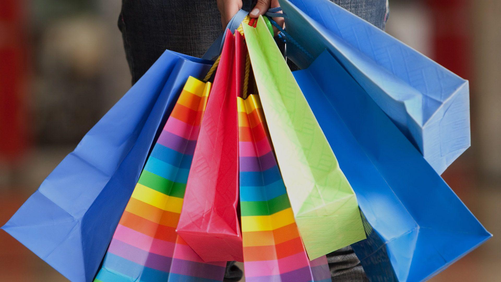 Gratis patroon shopper om een boodschappentas zelf te naaien. Sinds januari mogen de winkels alleen plastic draagtassen geven als je er (iets)voor