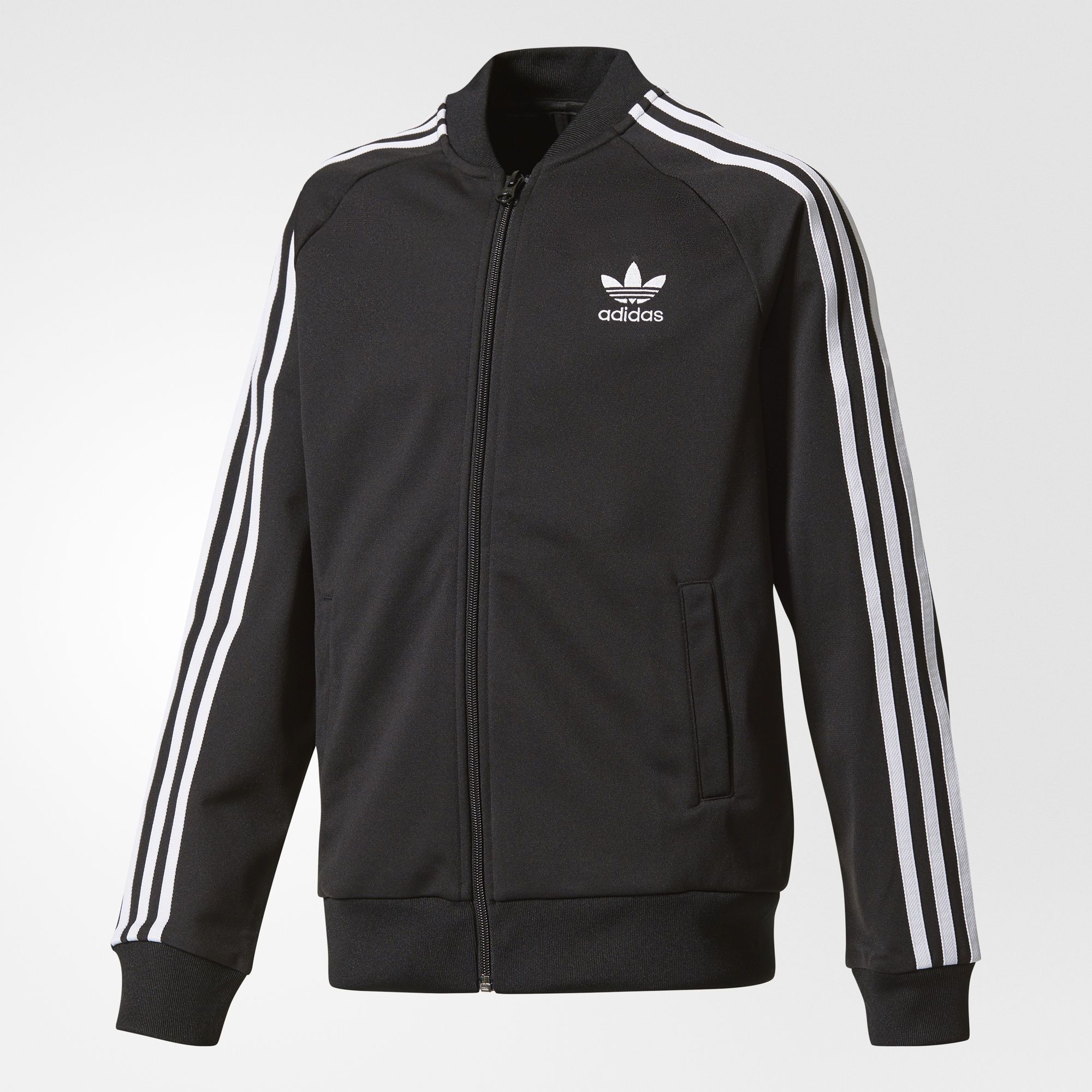 This junior boys' track jacket delivers the timeless adidas