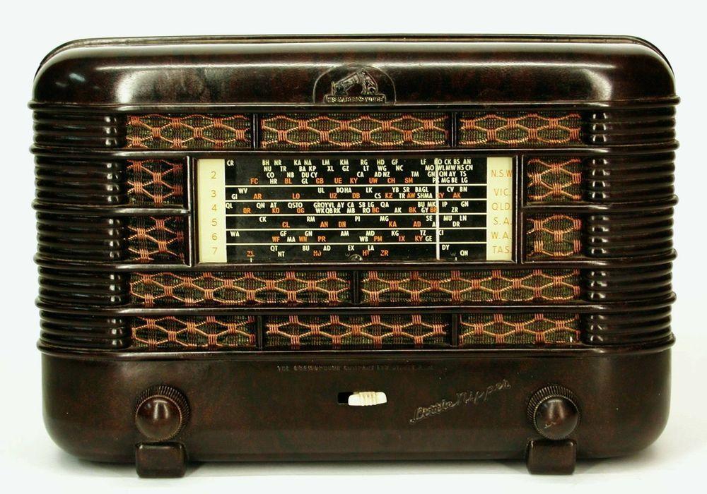 """Vintage bakelite """"HMV LITTLE NIPPER"""" Australian valve radio wireless #HMVLITTLENIPPER"""