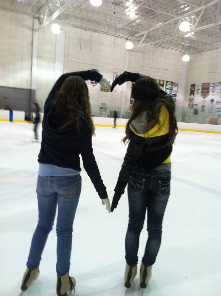 Cute Thing To Do With Best Friend Best Friend Photoshoot Skating Pictures Winter Photoshoot