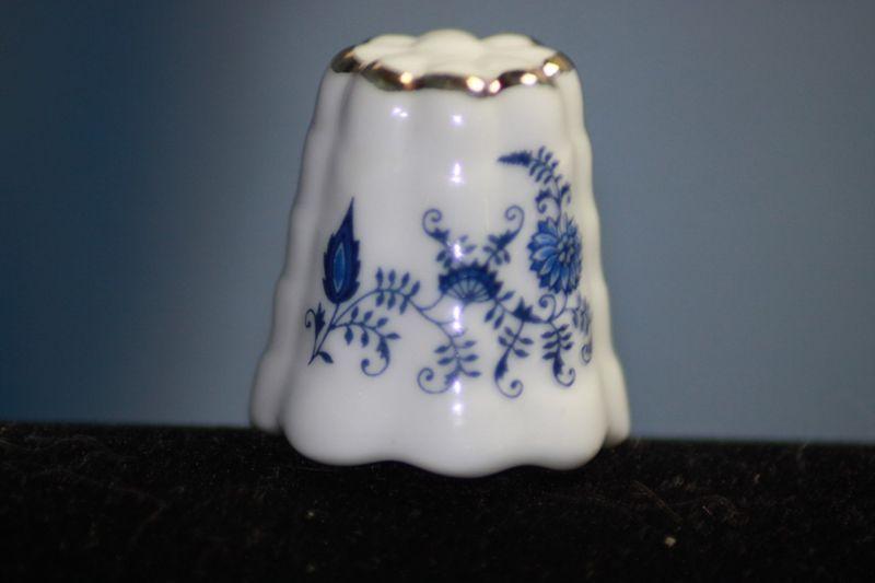 Vintage Pennsylvania Dutch Reutter German Porcelain Thimble