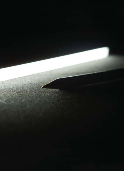 13x8 | Viabizzuno | cuerpo iluminante en plafón para interiores con grado de protección IP20. constituido por un perfil en H disponible en acabados aluminio anodizado plateado mate, tiene una sección de 13x8mm y una longitud de 110 a 2110mm con pasos de 100mm. el perfil se cierra con una tapa en la parte inferior del extruido para facilitar la fijación en pared y con un difusor de policarbonato extruido en la parte superior que propaga la luz en modo homogéneo. preajustado con conector amp.
