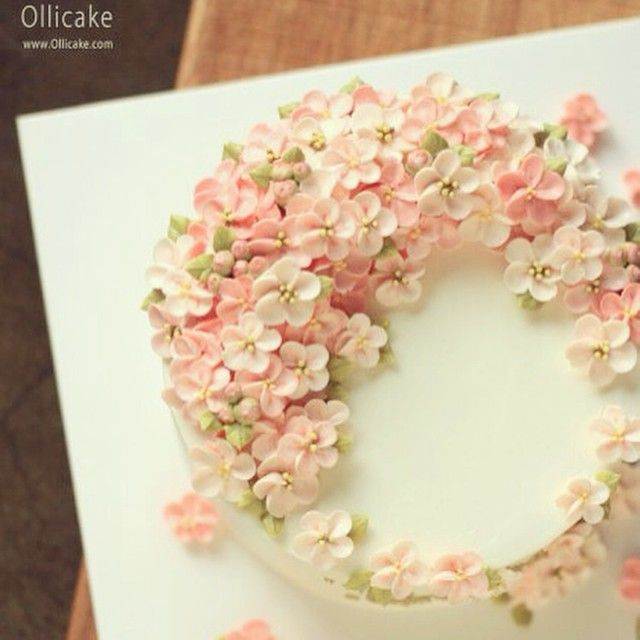 Buttercreamflowercake Ollicake On Instagram Buttercream Flowercake Ollicake Olliclass Cherry Blossom Cake Buttercream Decorating Buttercream Flower Cake