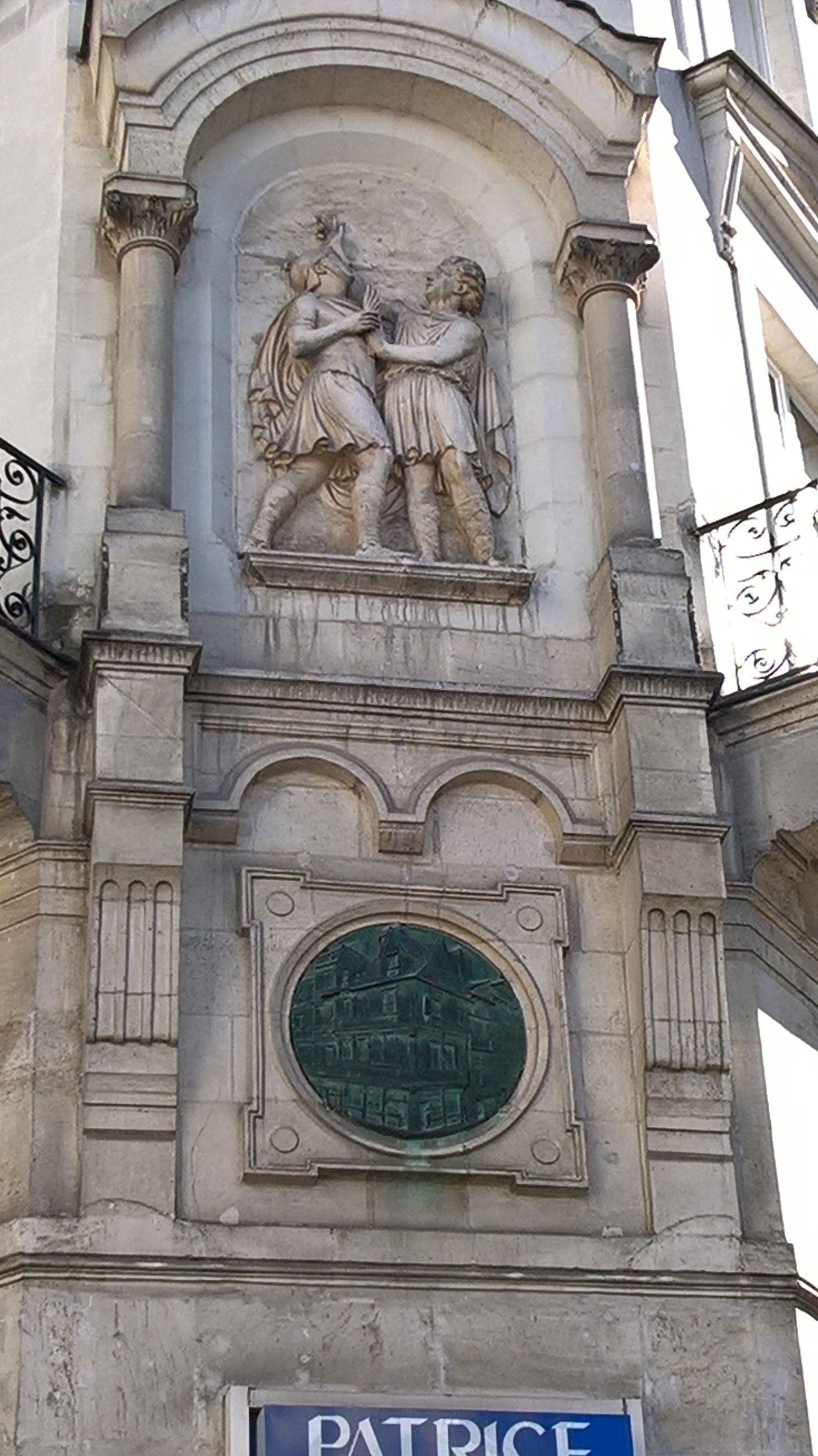 Epingle Par Rodaleux Location Sur La Barillerie Nantes Nantes Rez De Chaussee Immeuble