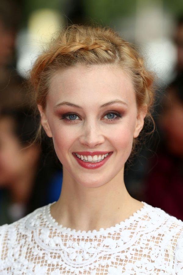 Picture Of Sarah Gadon Maquillage Cheveux Coiffure Chignon