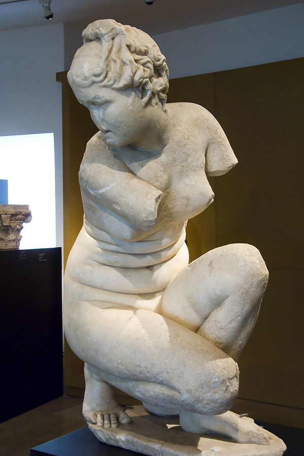 crouching aphrodite copy in greek marble of the famous