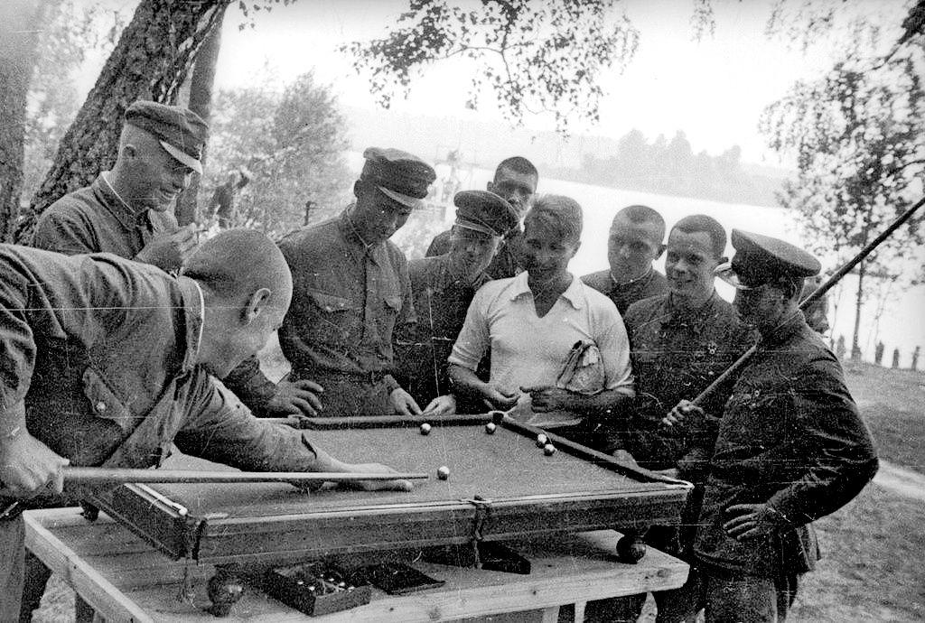 1939 год. СССР. Украина. пос. Банное. Красноармейцы на ...