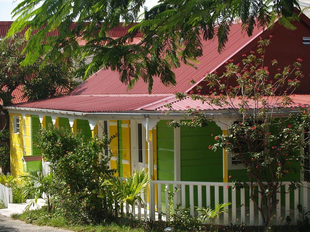 971 maison cr ole on entame les am nagements ext rieurs for Plan maison creole traditionnelle