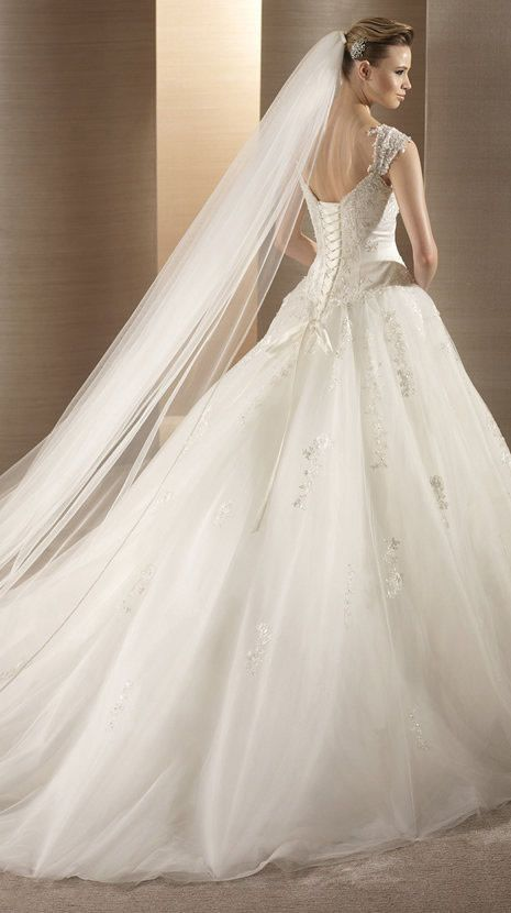 OSUNA / Bridal Gowns / 2012 Collection / Avenue Diagonal (back ...