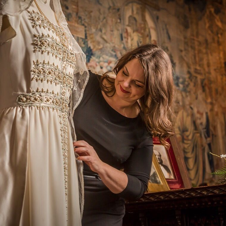 Fashionable Romance: Wedding Gowns in Film,\