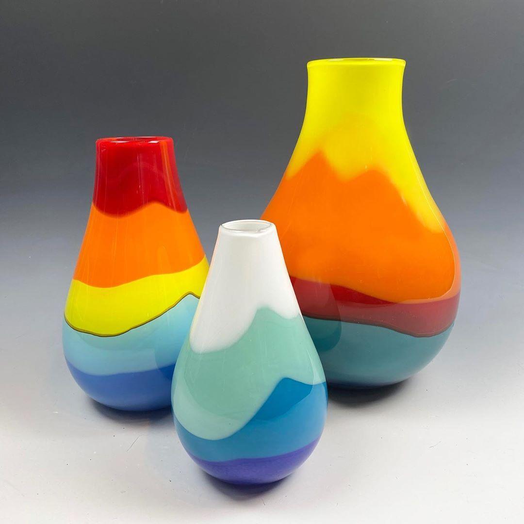 "M͟e͟l͟i͟s͟s͟a͟ M͟i͟s͟o͟d͟a͟ on Instagram: ""ᗷᑌᗪ, ᔕᗰᗩᒪᒪ & ᗰᗴᗪIᑌᗰ ᐯᗩᔕᗴᔕ  #makersmovement #coastalart  #ocean #seattleglass #colorsoftherainbow  #rainbow #newglass #colortherapy…"""