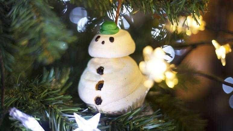 41 Edible Christmas Gifts Anyone Can Make Sainsbury S Edible Christmas Gifts Christmas Candy Homemade Christmas Snacks