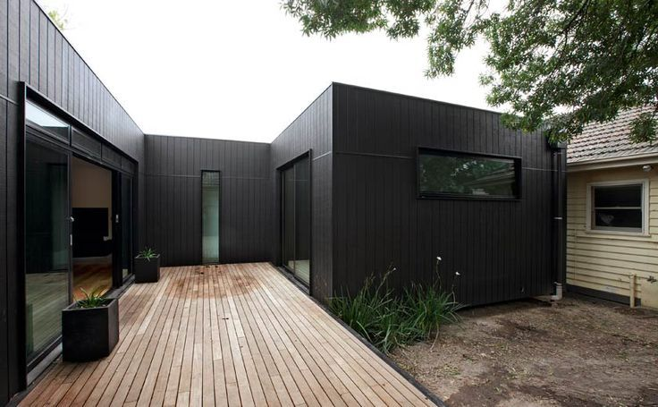 Shadow Clad And Hardhardies Weather Board House Black Shadowclad Extension On Existing Weatherboard Home Mods House Cladding Facade House Weatherboard House