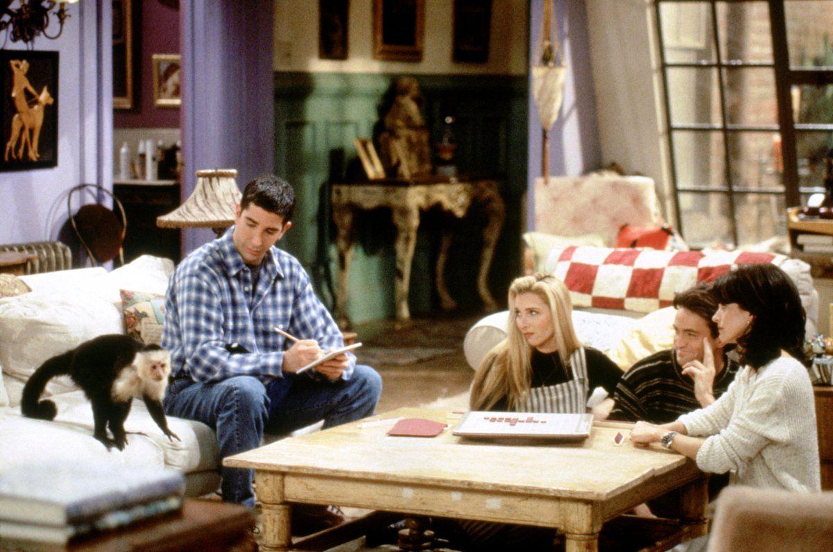Ross Geller (David Schwimmer), Phoebe Buffay (Lisa Kudrow), Chandler Bing (Matthew Perry), Monica Geller (Courteney Cox) ~ Friends Episode Stills ~ Season 1