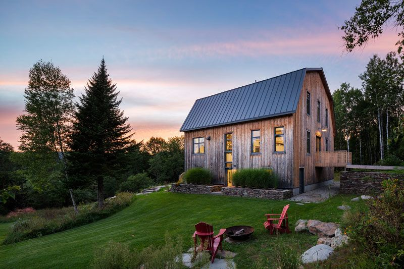 A 100 Year Old Barn In Quebec Was Given A New Life Architecture Barn Modern Farmhouse
