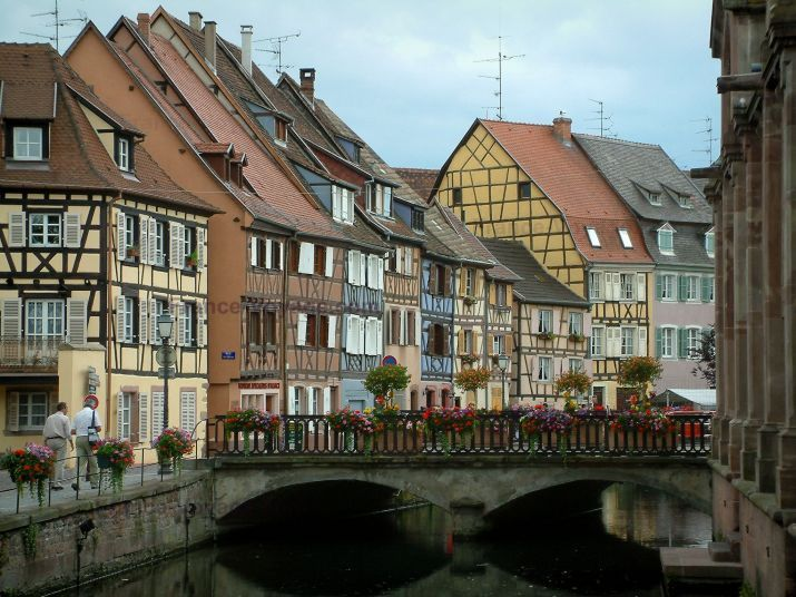 Colmar Petite Venise Little Venice Flower Covered Bridge Spanning The River Lauch And Half Timbered Houses And Colourful F Voyage En France Tourisme Voyage