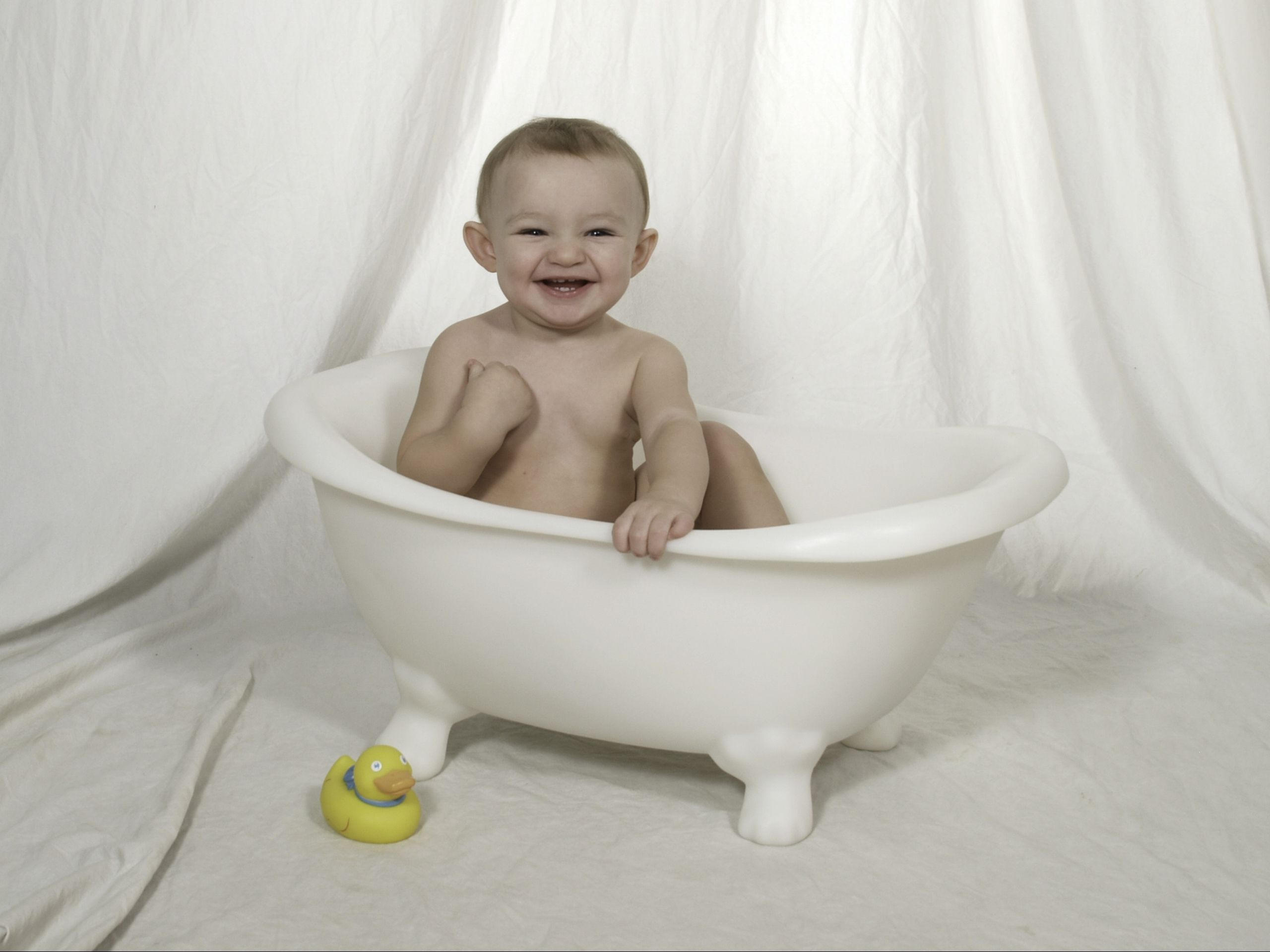 clawfoot baby bath tub. baby photo prop  clawfoot bathtub didnt have anything half as cute What Is Your Favorite Photography PROP Enter to win a Happy Hat