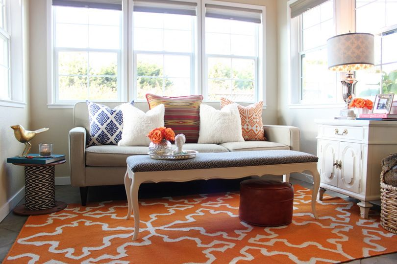 Attirant Contemporary Living Room Blue Orange Beige Gold Geometric Rug Accent Pillows