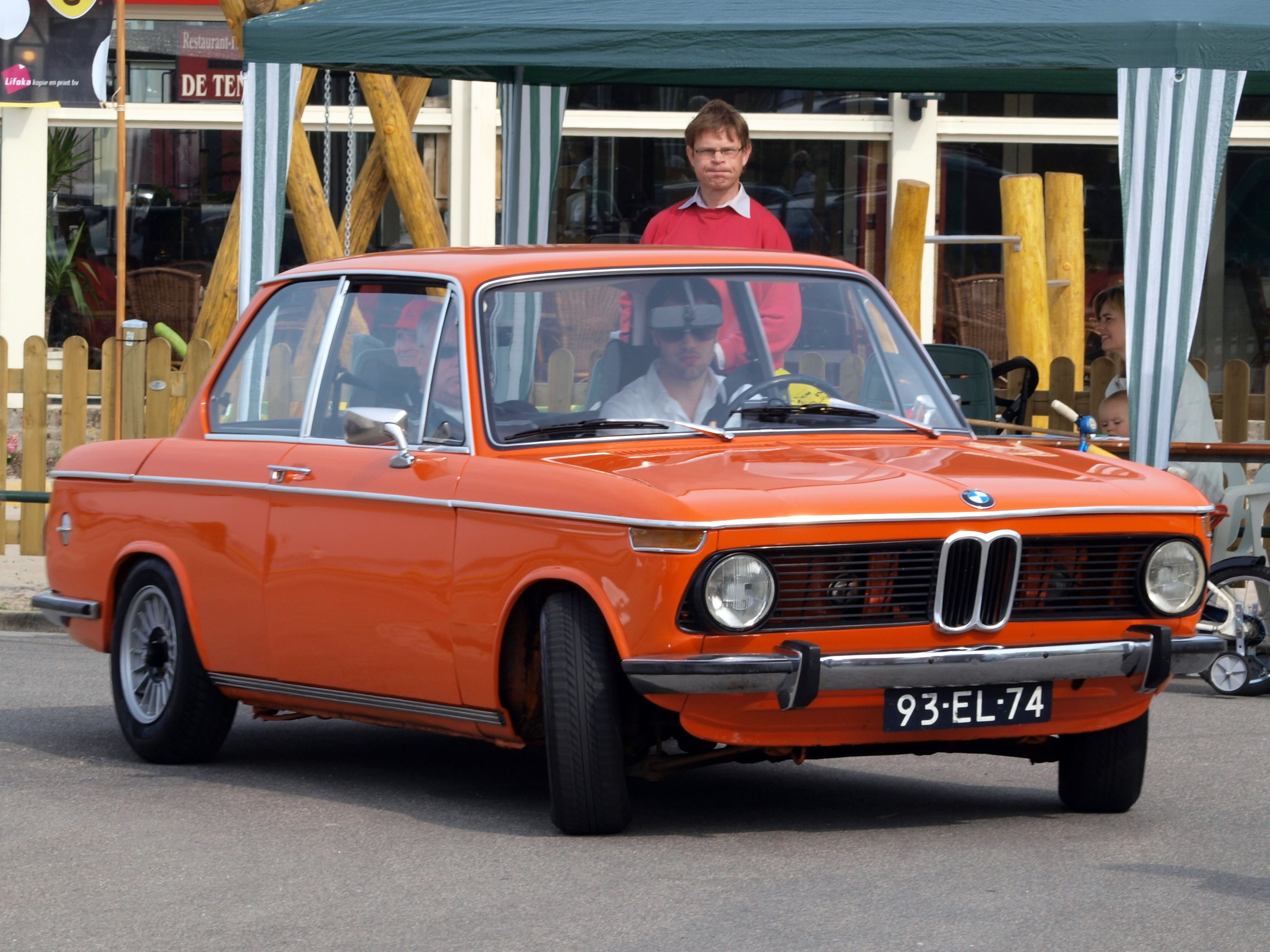 The crisp square styling of bmw s amazingly successful 2002 sedan inspired the brand s design direction